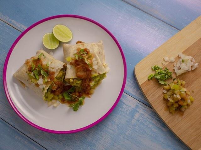 Vegán recept – Hummusz grillezett hagymával wrap-ben