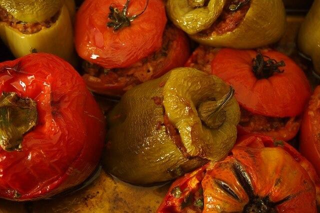 Rizzsel töltött paprika és paradicsom – görög recept