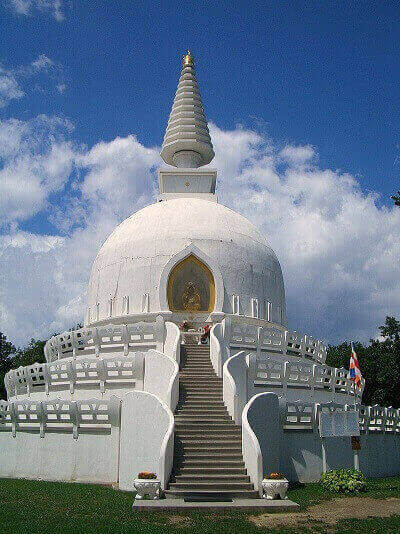 Sadhana Jóga Központ a Zalaszántói Béke Sztúpa mellett